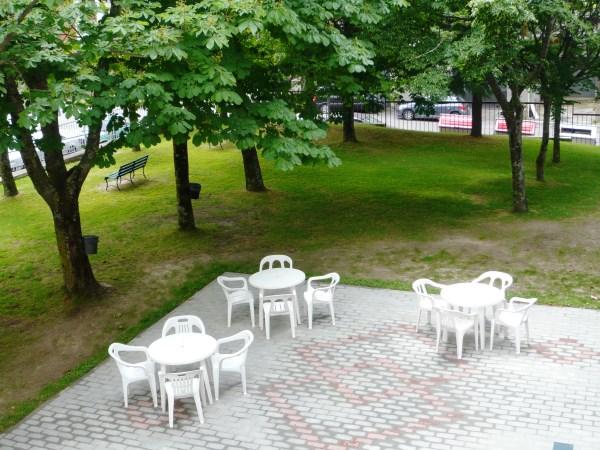 Lastricato e giardino